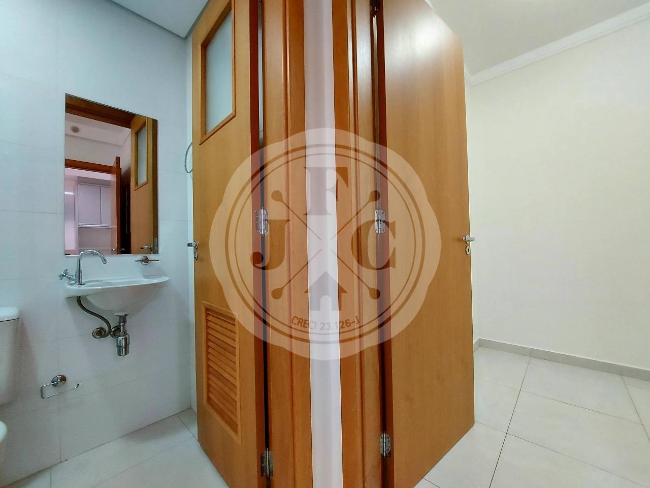 Apartamento à venda no Jardim Saint Gerard: Banheiro e Dormitório Serviço