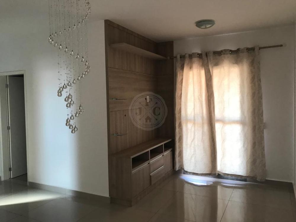 Apartamento à venda com 3 dormitórios no bairro Parque dos Lagos.