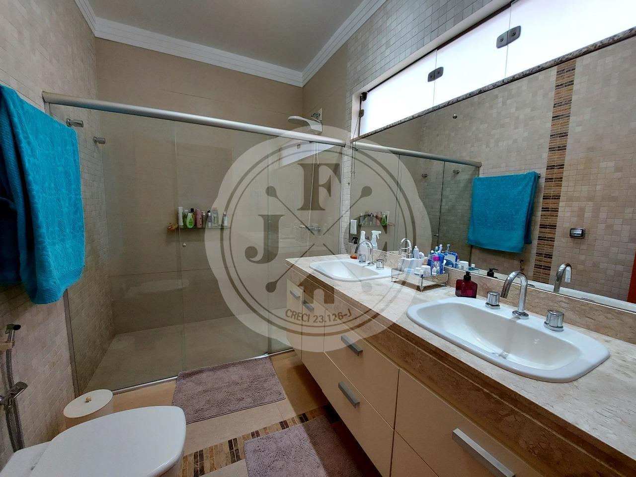 Casa em Condomínio à venda no Bosque das Juritis: Banheiro Suíte Principal