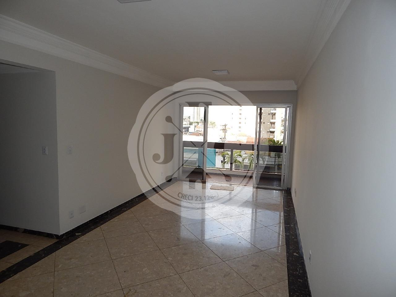 Apartamento à venda com 3 dormitórios, 1 suíte no bairro Santa Cruz.