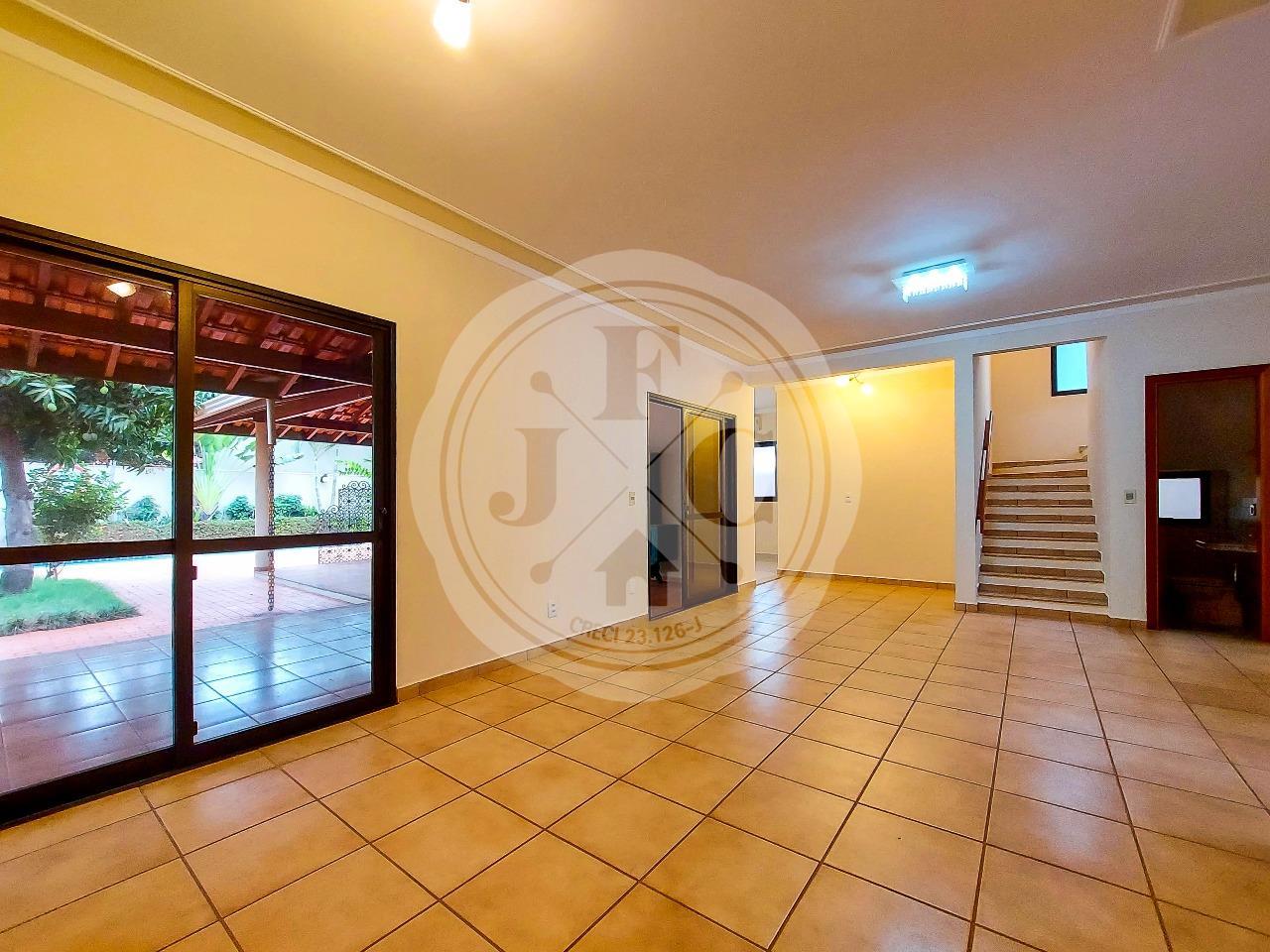 Casa em condomínio fechado à venda com 4 dormitórios sendo 3 suítes.