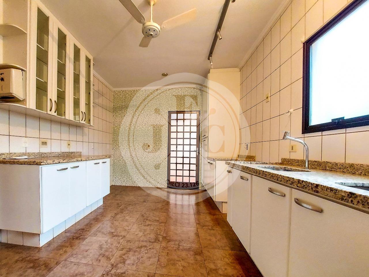 Casa em Condomínio à venda no Condomínio Santa Helena: Cozinha Planejada