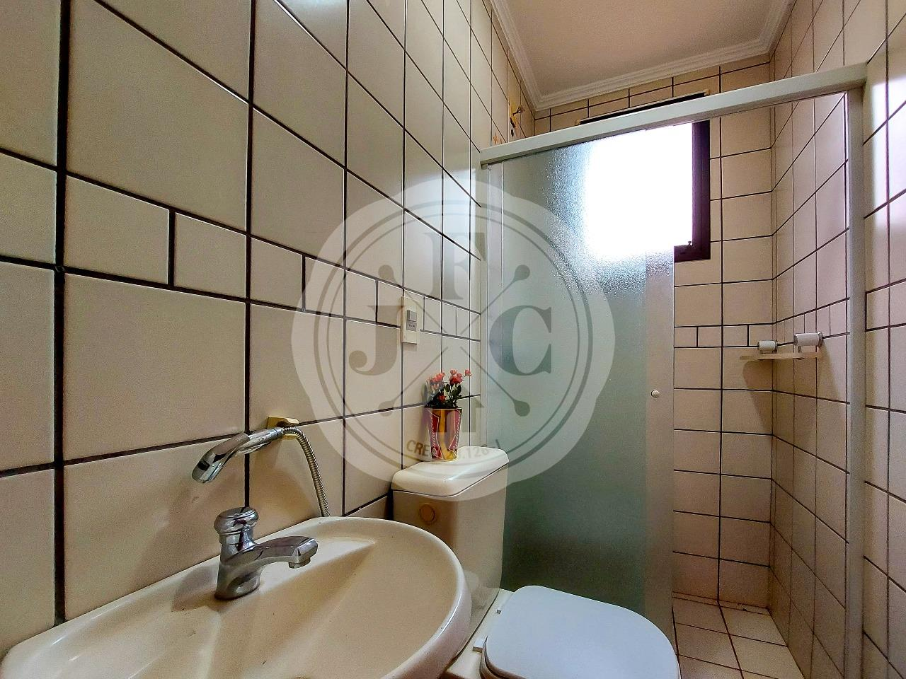 Casa em Condomínio à venda no Condomínio Santa Helena: Suíte 2- Banheiro