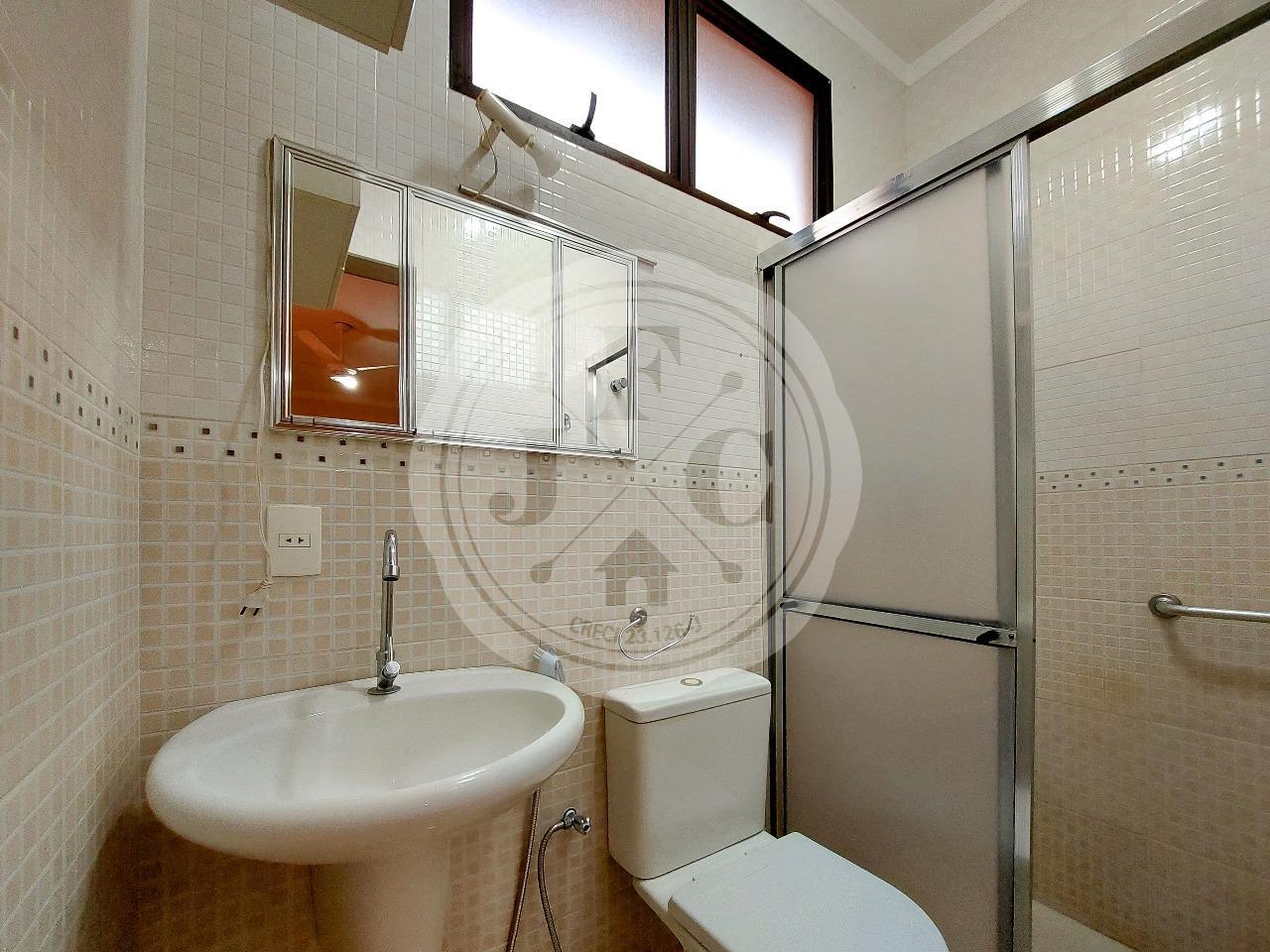 Casa em Condomínio à venda no Condomínio Santa Helena: Suíte 1- Banheiro