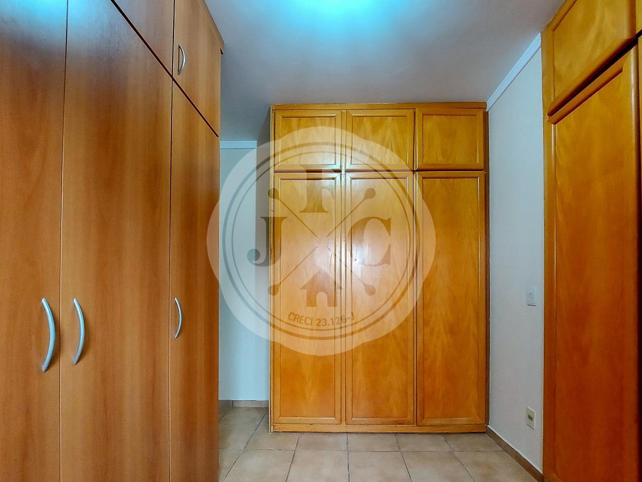 Casa em Condomínio à venda no Condomínio Santa Helena: Suíte 1- Closet