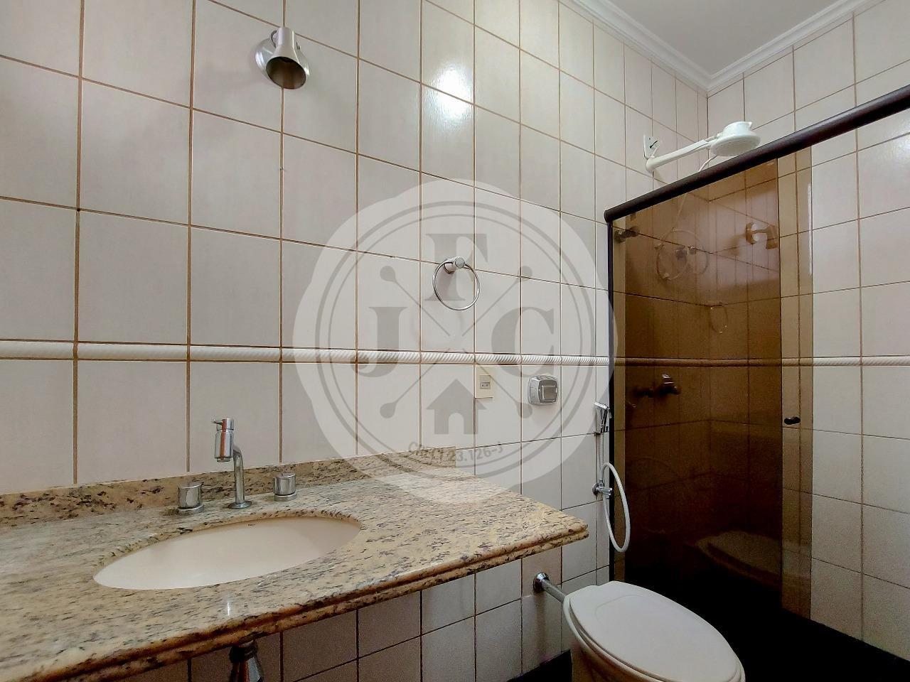 Casa em Condomínio à venda no Condomínio Santa Helena: Suíte 3- Banheiro