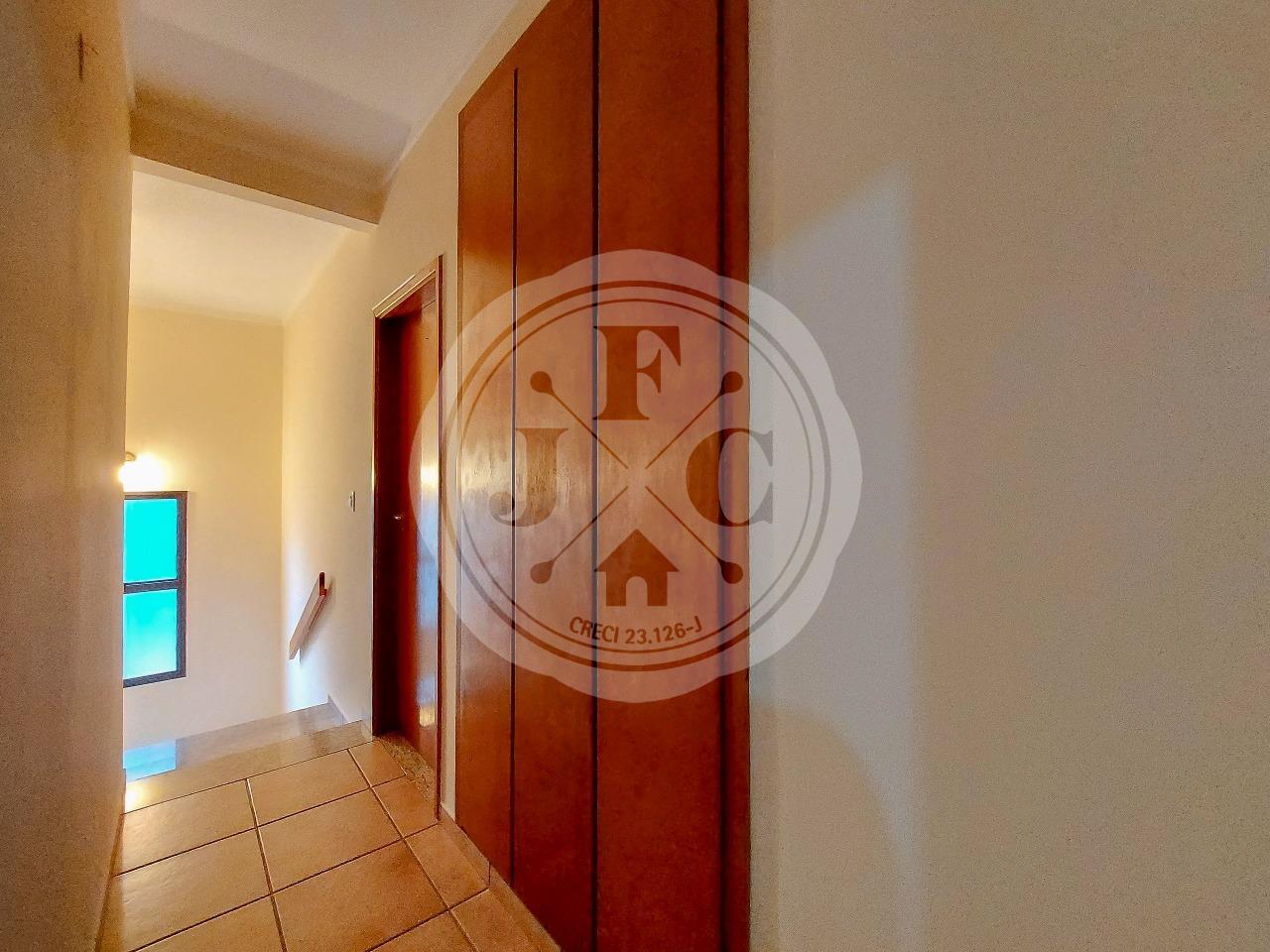 Casa em Condomínio à venda no Condomínio Santa Helena: Roupeiro