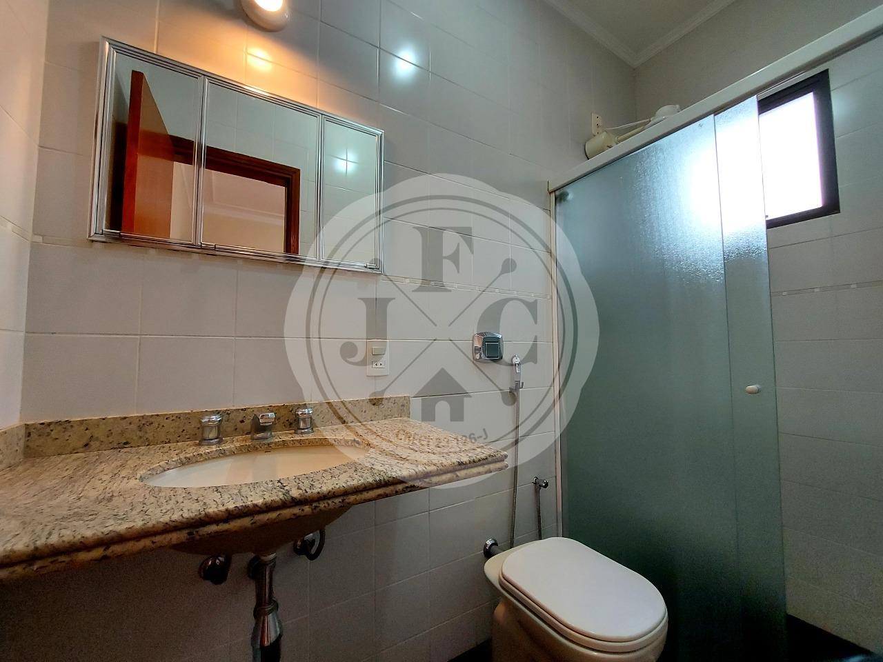 Casa em Condomínio à venda no Condomínio Santa Helena: Banheiro Social