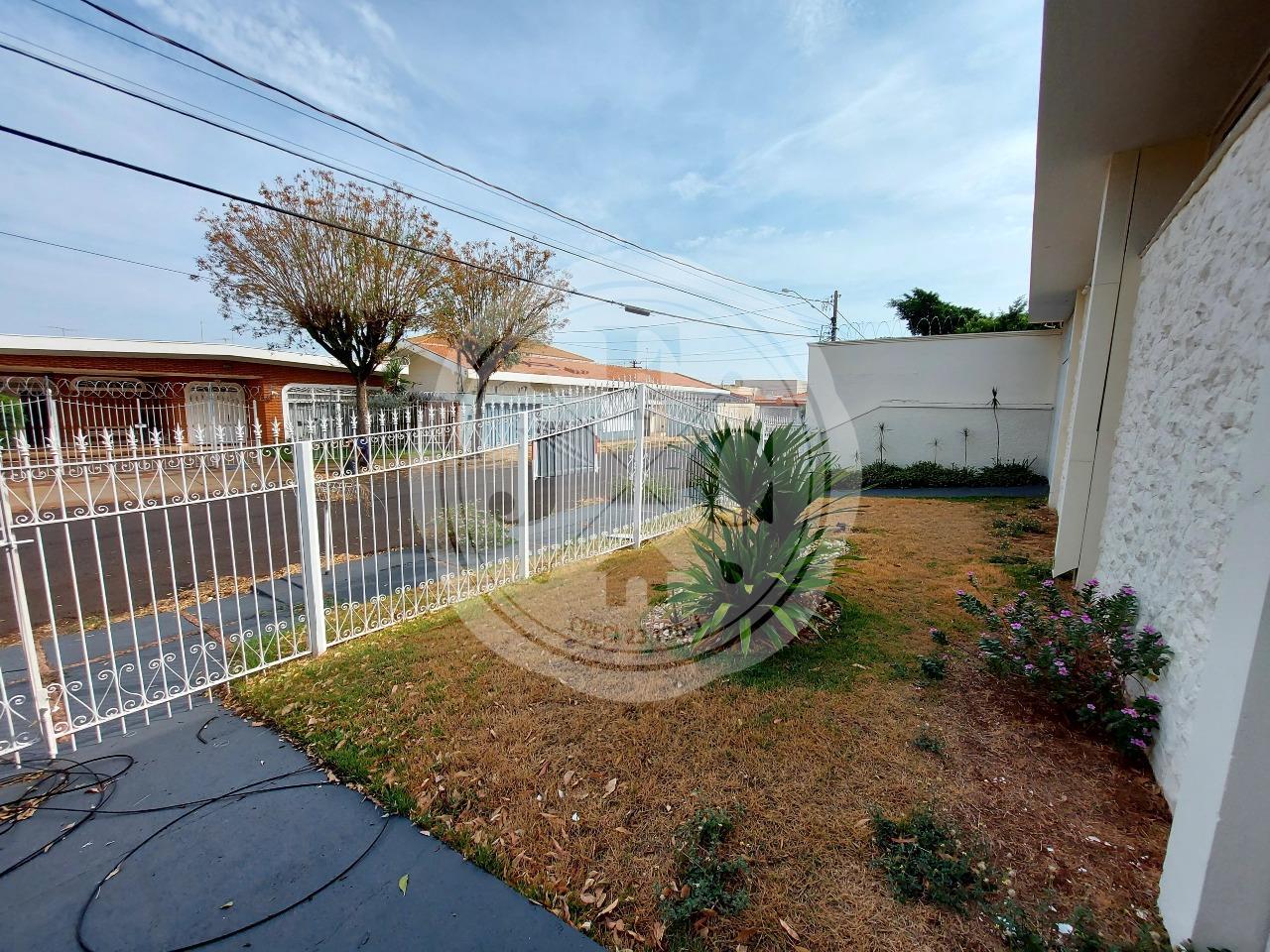 Casa para aluguel no Alto da Boa Vista: Jardim Frontal