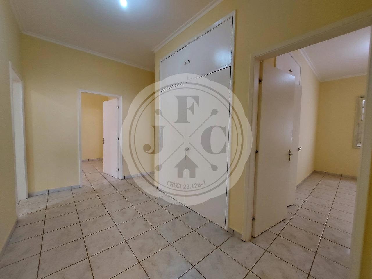 Casa para aluguel no Alto da Boa Vista: Hall com Ropeiro