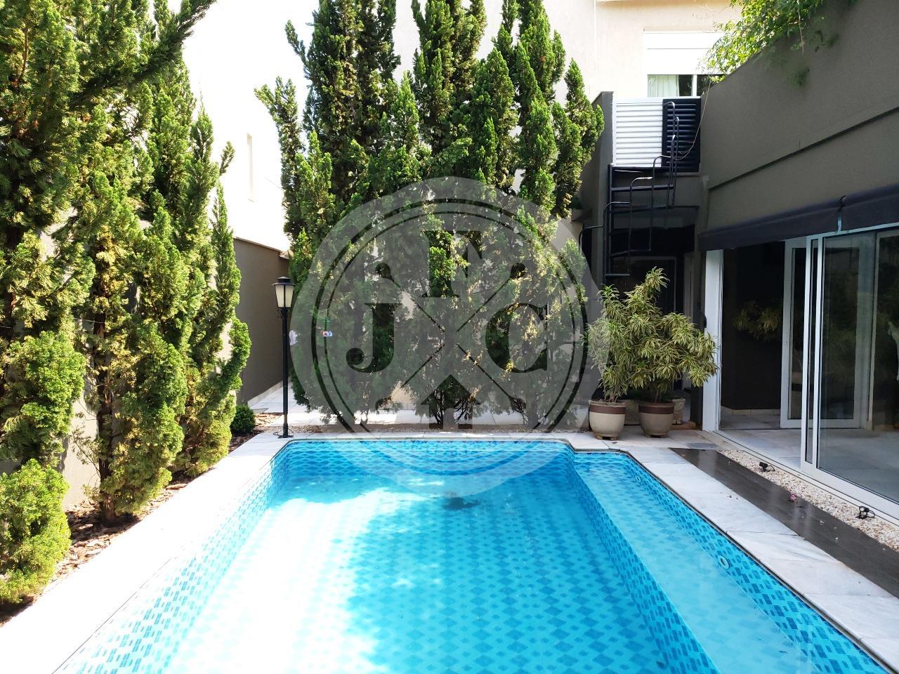 Exclusiva casa sobrado à venda no bairro Vila do Golf.