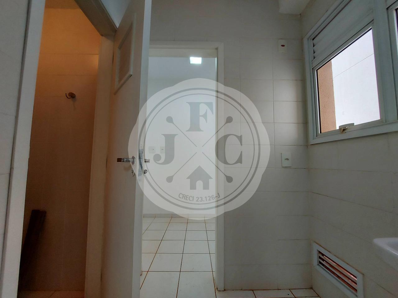 Apartamento à venda no Vila do Golf: Serviço com Banheiro e Dormitório