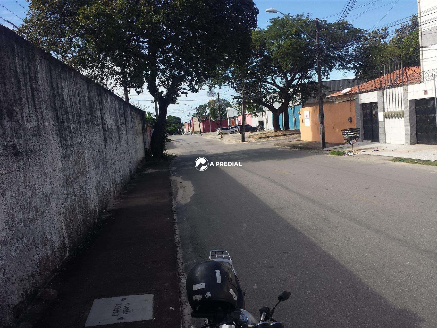 Lote para aluguel no Maraponga: