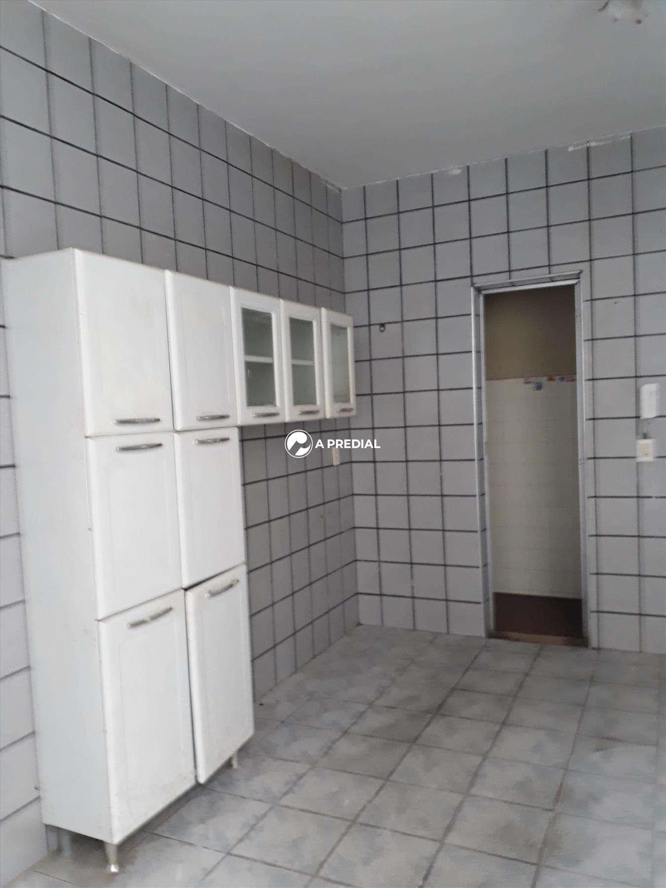 Casa à venda no Cambeba: COZINHZA