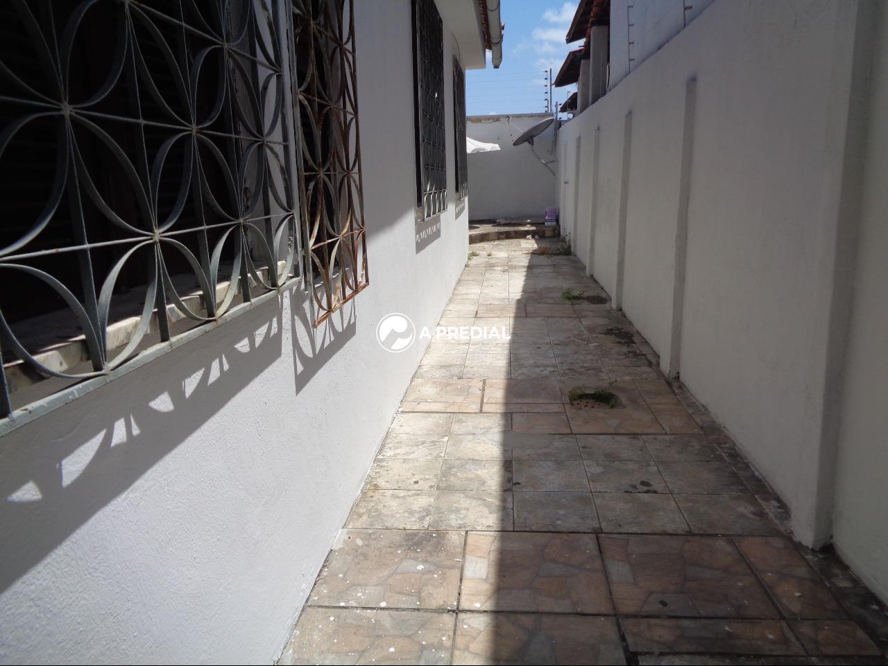 Casa à venda no Cambeba: CORREDOR LATERAL  DIREITA