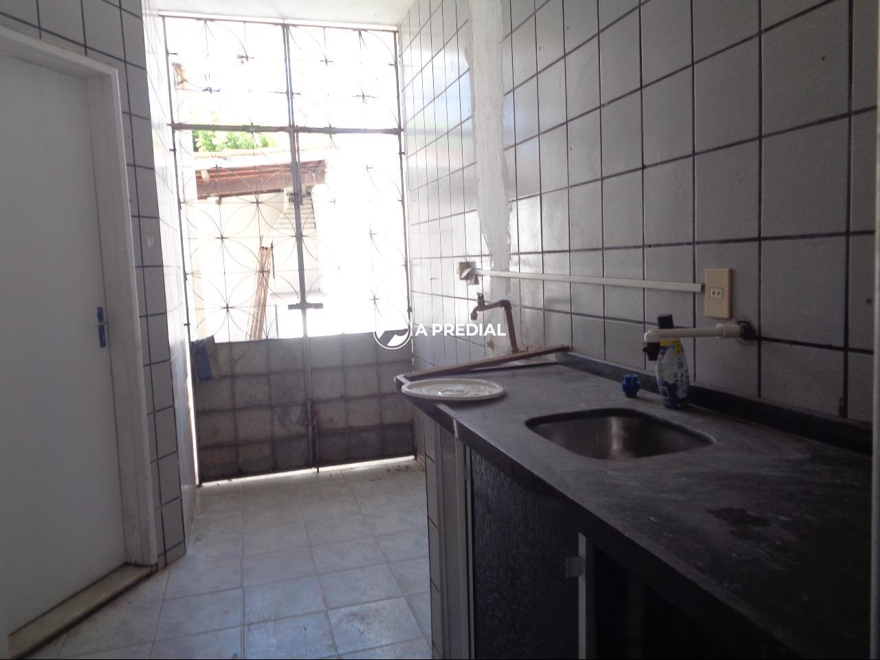 Casa à venda no Cambeba: AREA DE SERVIÇO
