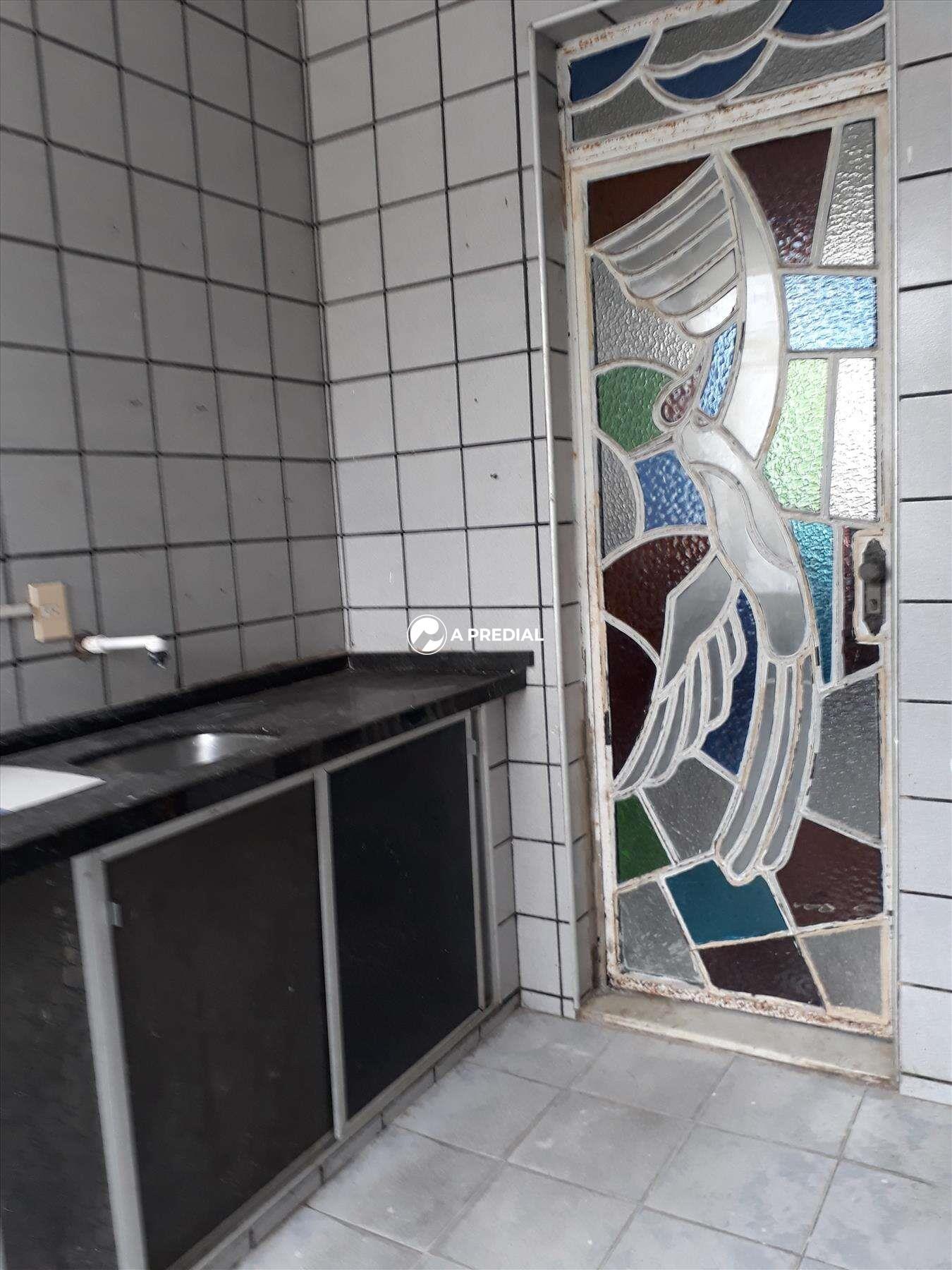 Casa à venda no Cambeba: COZINHA
