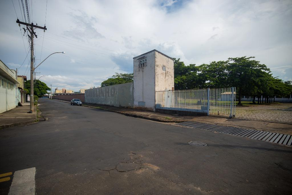 Área para comprar, no bairro Vila Rezende em Piracicaba - SP