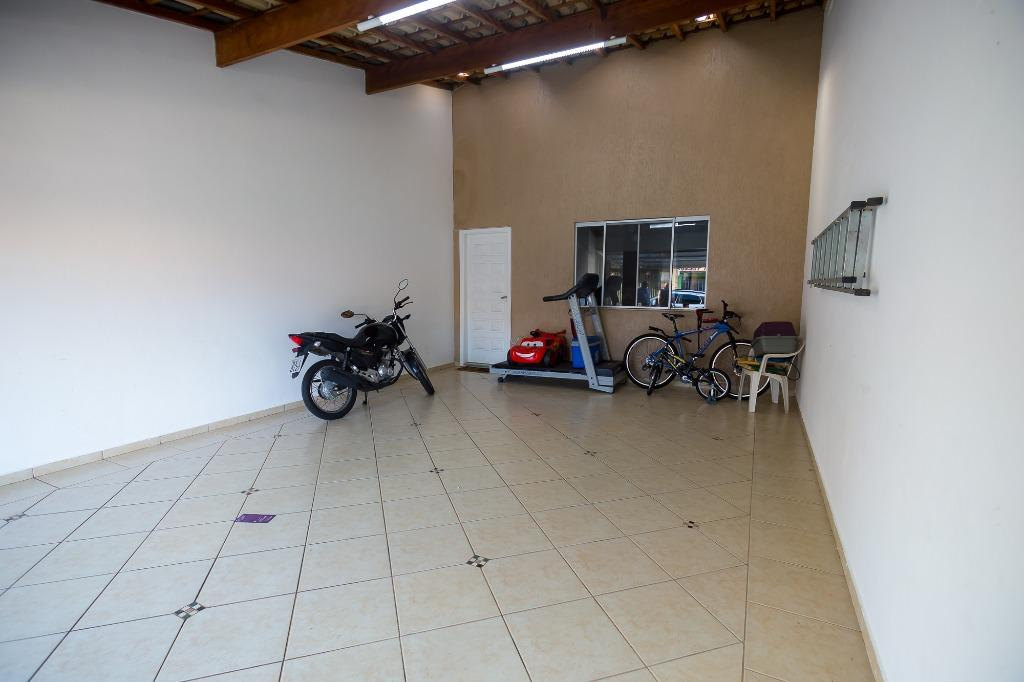 Casa para comprar, 2 quartos, 2 vagas, no bairro Água Branca em Piracicaba - SP