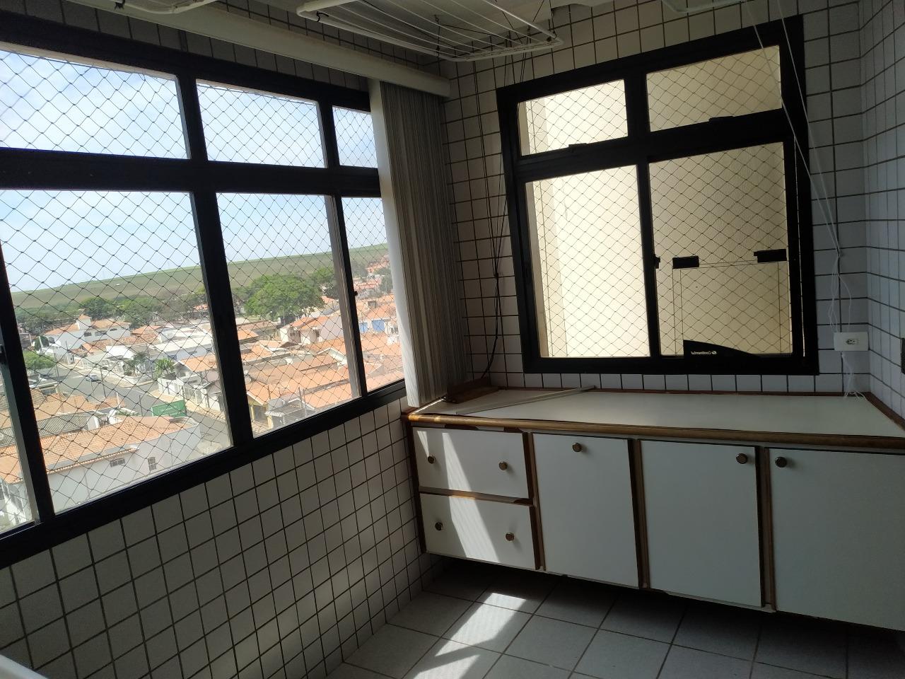 Apartamento para alugar, 4 quartos, 1 suíte, no bairro Centro em Rio das Pedras - SP