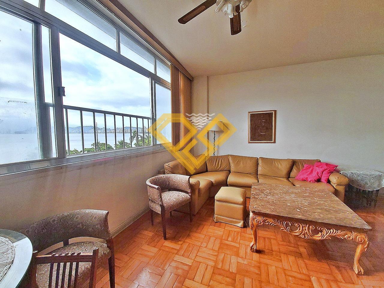 Apartamento à venda no Ponta da Praia: Sala