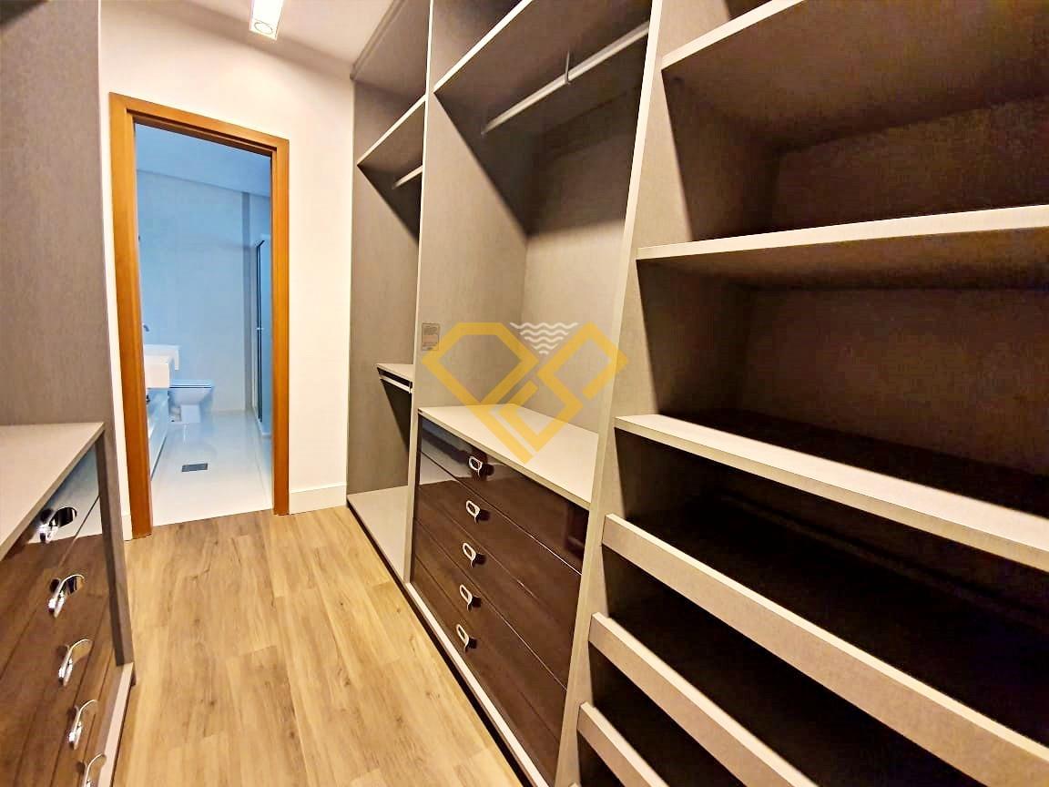 Apartamento à venda no Aparecida: Closet suíte master